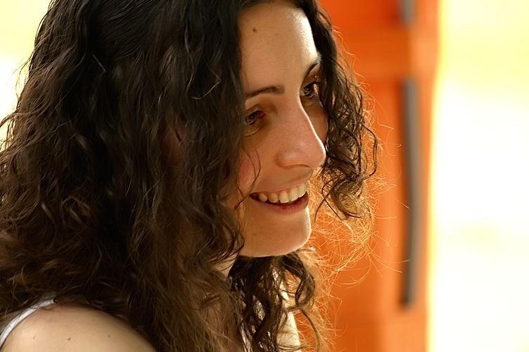 sourire attendri au féminin
