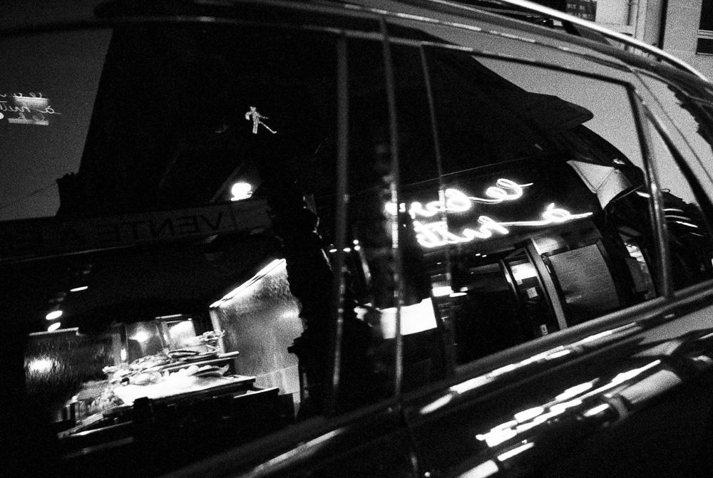 le petit piéton de nuit (et la grosse voiture)