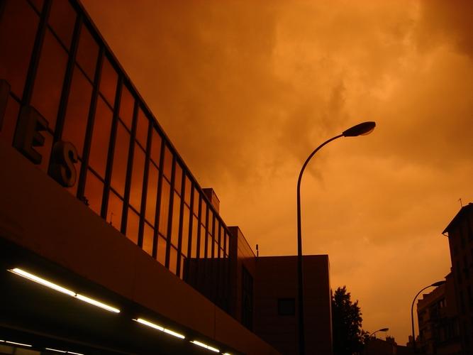 jour d'orage orange
