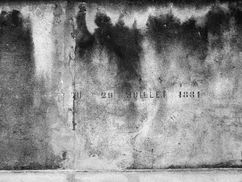 au pied du mur