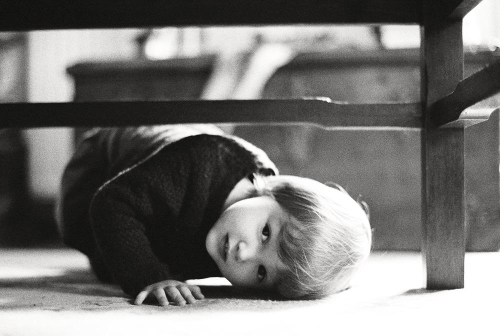 sous la table